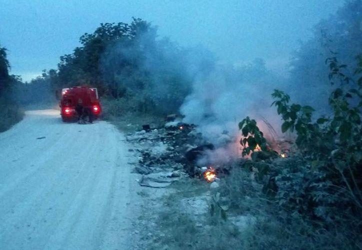 A decir de algunos vecinos del lugar, fue un incendio provocado para limpiar esa extensa área que servía de basurero clandestino. (Javier Ortíz/SIPSE)