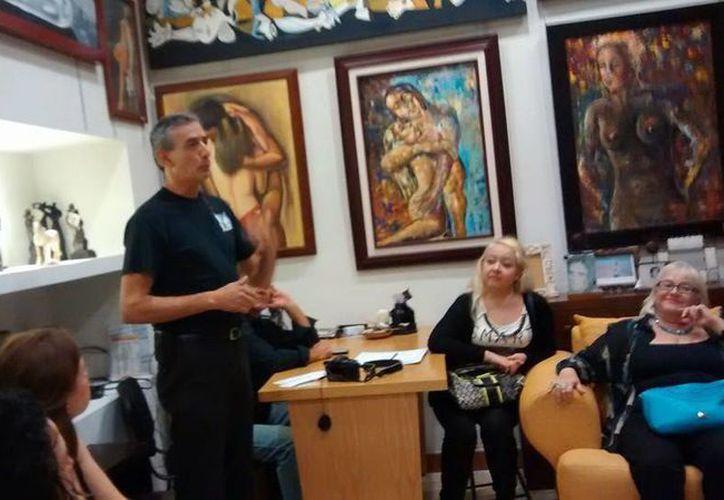En la reunión estuvo presente el director de Victorian Galerías. (Facebook/Francisco Javier Alzaga Nava)