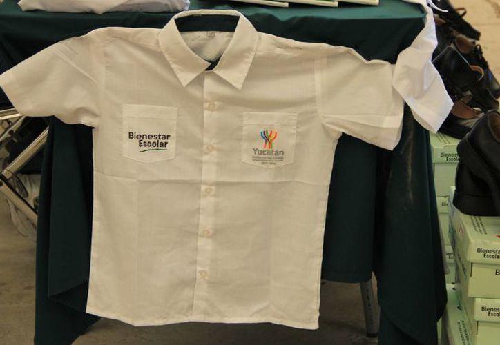 Los apoyos para todo el Estado incluirán desde este año dos camisas de uniforme y un par de zapatos. (Milenio Novedades)