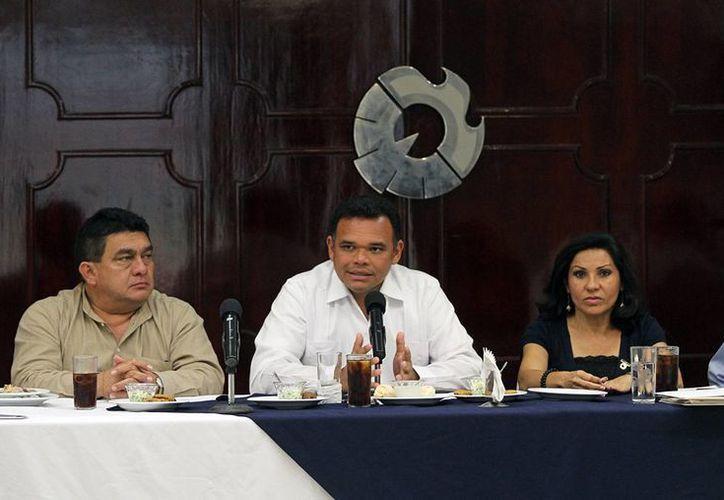 El gobernador Rolando Zapata Bello se reunió ayer con empresarios. (SIPSE)