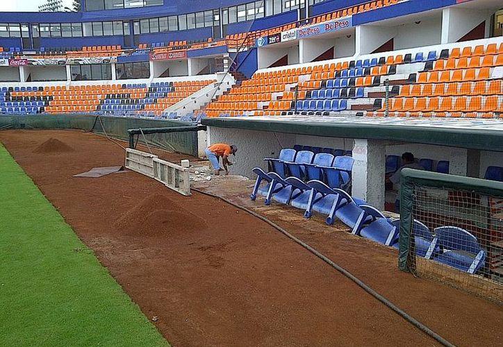 Los trabajos en el estadio no cesan; el club Tigres de Quintana Roo quiere ofrecer mayor comodidad a los equipos visitantes. (Redacción/SIPSE)
