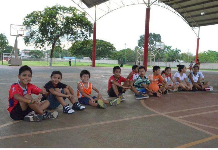 Prevén ejecutar un proyecto para mejorar las áreas deportivas de las comunidades rurales. (Redacción/SIPSE)