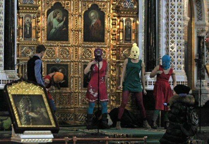La Iglesia Ortodoxa rusa 'perdonó' a las cantantes por irrumpir en la Catedral moscovita. (Agencias)