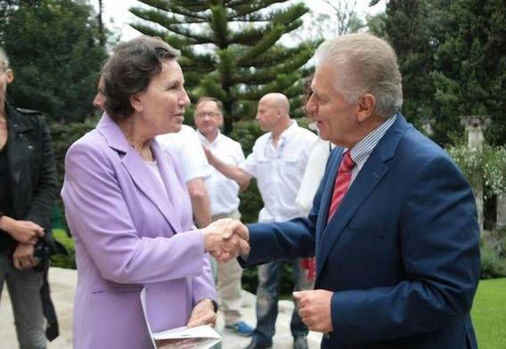 Este sábado, la embajadora francesa en México, Maryse Bossiere, se reunió con el titular del comité olímpico, Carlos Padila Becerra, para entablar relaciones que favorezcan a los atletas de ambas nacionalidades. (Twitter: @COM_Mexico)