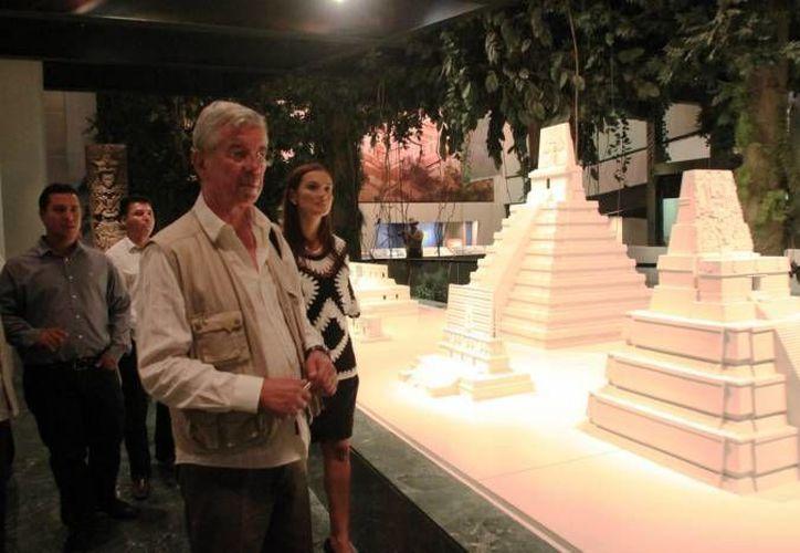 Roberto Spinelli asistió a la inauguración del Festival Cruzando Fronteras, en Majahual. (SIPSE)