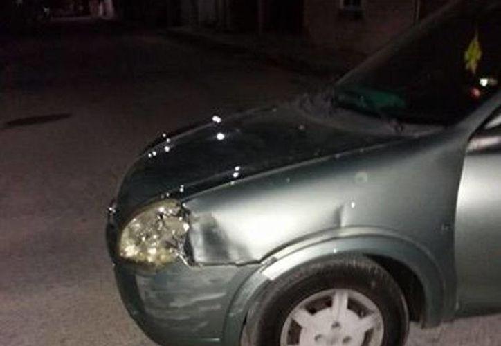 Imagen del carro que fue impactado por los agentes municipales de Dzidzantún. (SIPSE)