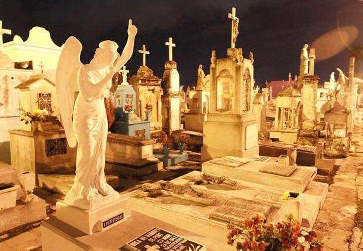 Muchas esculturas que se encuentran en los mausoleos fueron traídos de Europa, en una época de apogeo del henequén, por muchas familias adineradas. (Archivo/SIPSE)