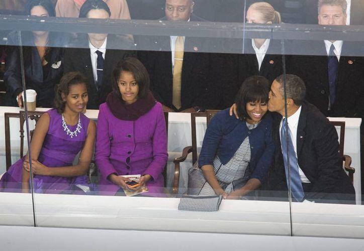 La familia Obama se quedará una temporada en Washington después de que finalice el mandato de Barack. (EFE/Archivo)