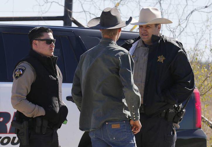 Las autoridades del condado texano de Uvalde encontaron el cuerpo del adolescente con un tiro en la cabeza. (AP)