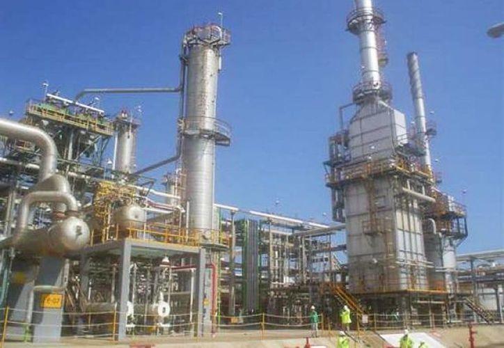 Se otorgarán permisos para las actividades de refinación, petroquímica, transporte y almacenamiento. (Archivo SIPSE)