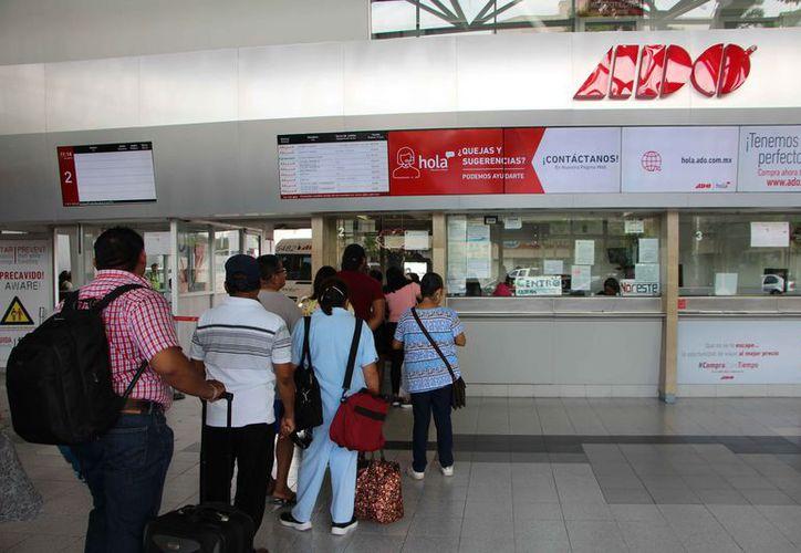 Refuerzan las medidas de seguridad en la terminal de autobuses. (Paola Chiomante/SIPSE)