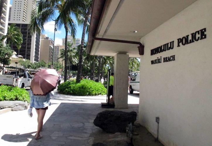 Fachada de la estación de policía de Hololulú en Wailiki. Los agentes afirman que el permiso para tener relaciones sexuales con prostitutas  protege las investigaciones y debería seguir vigente. (Agencias)