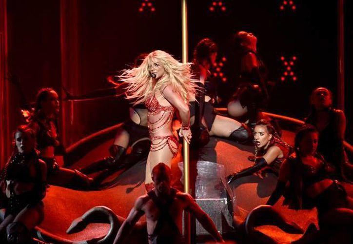 Britney Spears lució una anatomía de infarto como en sus años mozos, con su debut discográfico, esta noche en los Premios Billboard realizados en Las Vegas. (AP)