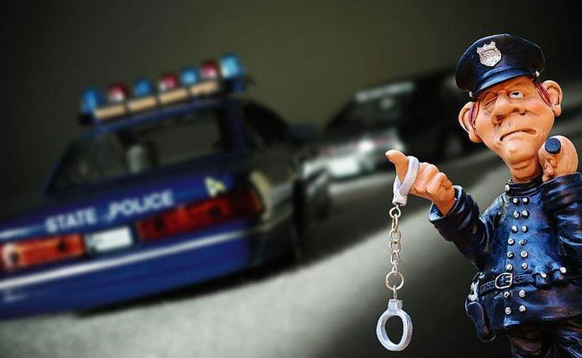 Policía se ofrece para arrestar infieles. (Foto: Pxfuel)