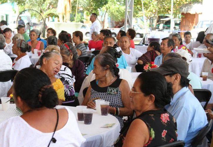Invitan a los abuelitos y las abuelitas isleñas para los eventos. (Redacción/SIPSE)