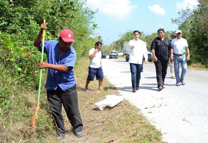 Supervisan trabajos que benefician a los cozumeleños. (Cortesía/SIPSE)