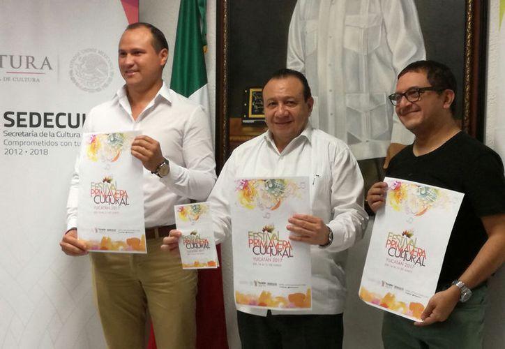 Funcionarios de Sedeculta presentaron el programa de la Primavera Cultural 2017. (José Acosta/SIPSE)