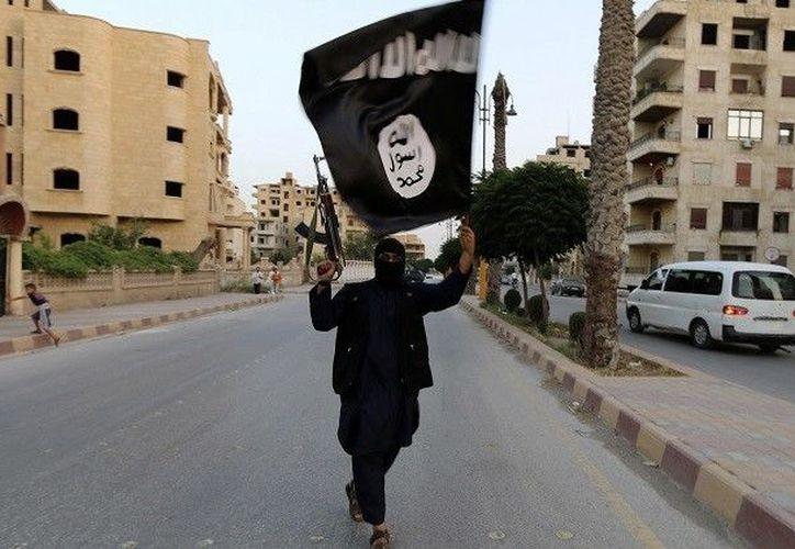 """""""Soldados del Estado Islámico en Francia"""" amenazaron con realizar atentados terroristas si el presidente de dicha nación no responde a sus demandas. (RT)"""