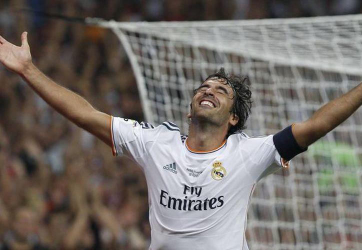 Raúl González lo ganó todo con la camiseta del Real Madrid, mientras que con España llegó a ser el máximo goleador histórico. (EFE)