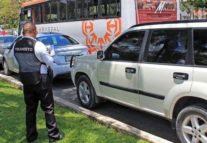 El pasado 16 de mayo, la Dirección de Tránsito Municipal puso en marcha el operativo para detectar a autos con polarizado. (Jesús Tijerina)