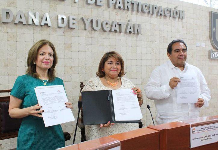 Con el acuerdo firmado entre Indemaya e Iepac se contribuirán al fortalecimiento y promoción de los derechos que le asiste a la población maya no sólo en el Estado sino en diversas partes del mundo donde habitan maya hablantes. (Foto cortesía del Gobierno de Yucatán)