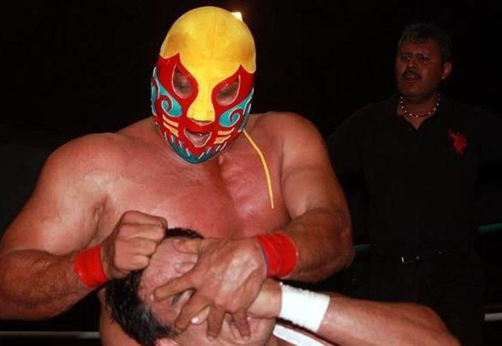 Este domingo Canek, 'El Principe Maya' (Imagen) hará equipo con Rayo de Jalisco Jr. y Carístico, para medirse a Cibernético, Volador Jr. y Máscara Año 2000. (Imagen tomada de mediotiempo.com)