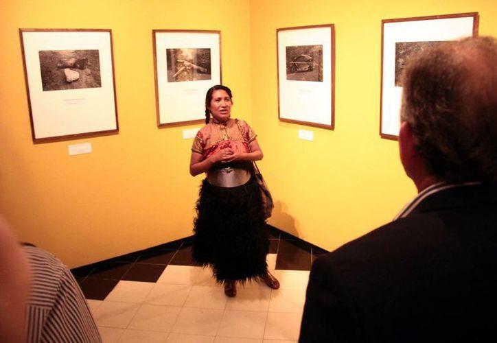 Las obras de Maruch Sántiz Gómez son expuestas en el Museo de Casa Montejo, ubicado en el centro de Mérida.(Jorge Acosta/Milenio Novedades)
