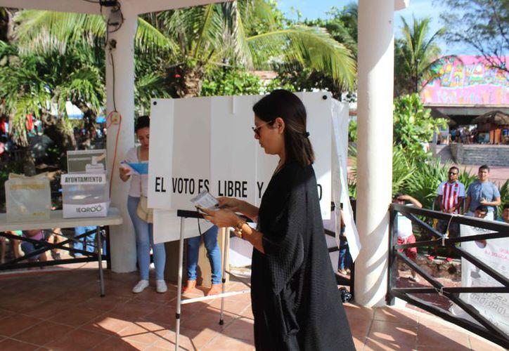 Felicitan a la ciudadanía que salió a ejercer su voto. (Octavio Martínez/SIPSE)
