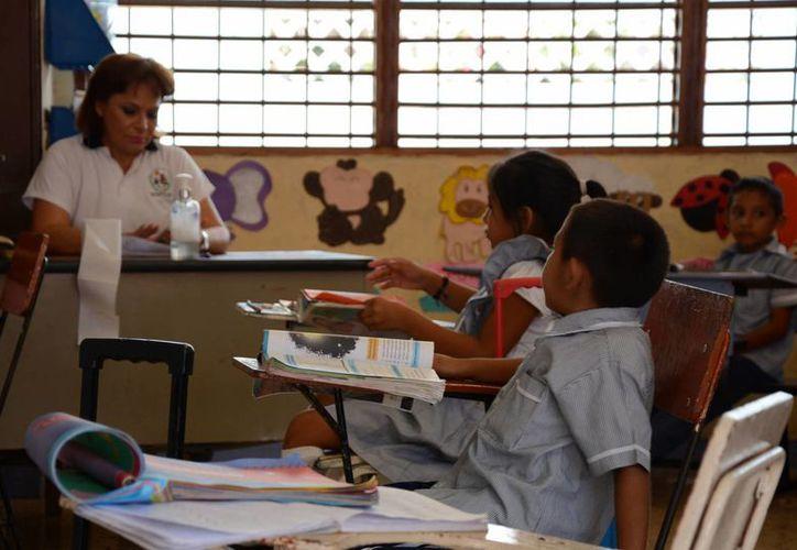 Algunos maestros sufren la falta de respeto de sus alumnos y caen en situaciones de bullying. (Victoria González/SIPSE)
