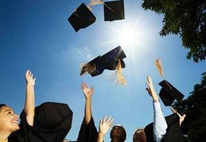 En este ciclo escolar egresarían de los niveles de educación media básico, media superior y superior  unos 38 mil alumnos. (Milenio Novedades)