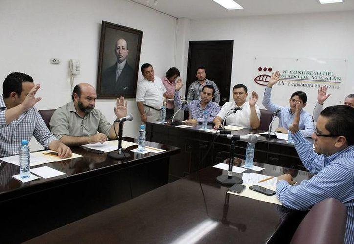 Los fracciones parlamentarias de la legislatura yucateca estudian y buscan clarificar las propuestas de la reforma electoral. (SIPSE)