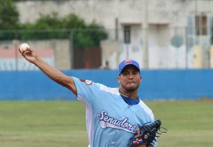 Destaca en la 7a. Jornada de la Liga Meridana de Invierno de Beisbol, el duelo entre Senadores de la Morelos y Rockies de Caucel.- (SIPSE)