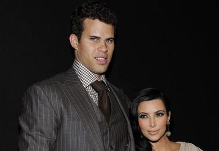 Humphries, jugador de la NBA, vivió menos de un año con Kim. (Agencias)