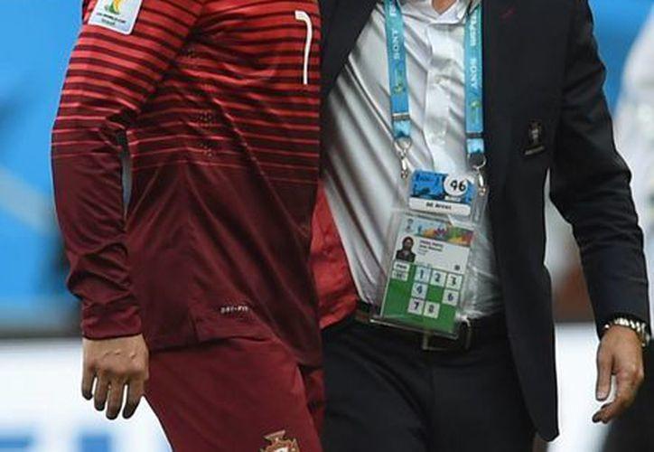 A pesar de conseguir la victoria ante el conjunto de Ghana 2-1, la selección portuguesa quedo eliminada de la justa mundialista. (AP)