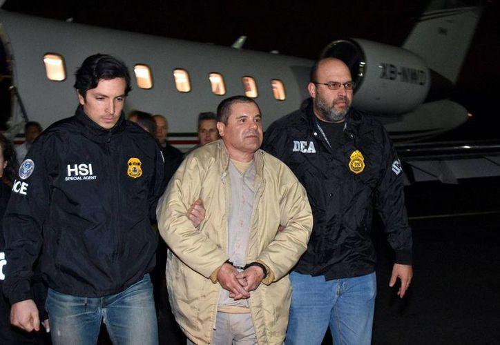 """Foto del momento en que Joaquin 'El Chapo"""" Guzman' arribó al Aeropuerto de Long Island, Nueva York, el jueves 19 de enero de 2017. (Foto:US Law Enforcement vía AP)"""