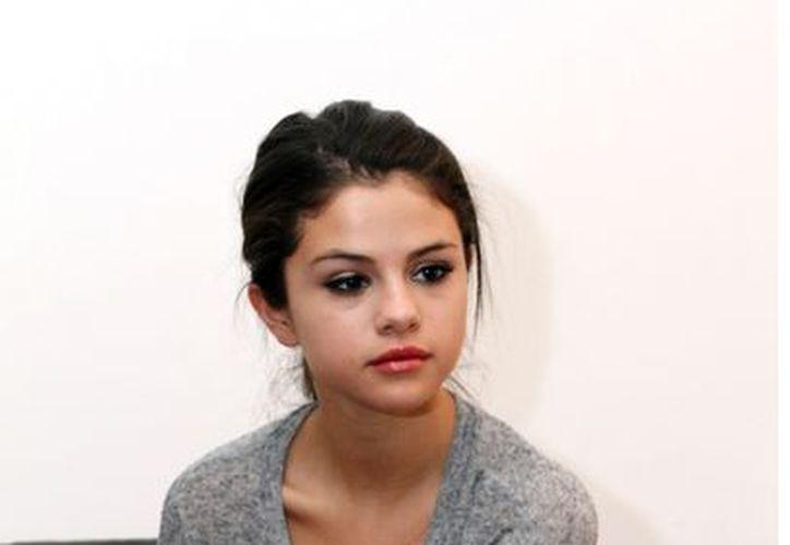 Selena ya no quiere que Justin reciba a modelos o amigas en su cuarto de hotel. (Agencia Reforma)