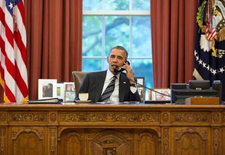 La administración de Obama, quien en la imagen aparece en la Oficina Oval de la Casa Blanca, se dijo satisfecha con el fallo que declaró legal la intervención telefónica de la NSA. (Archivo/Notimex)