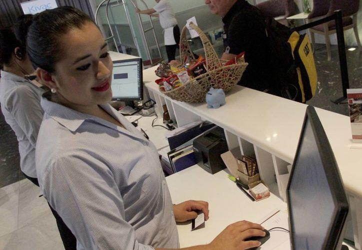 El 11% de las empresas de Cancún realizará contrataciones antes de la temporada alta. (Luis Soto/SIPSE)