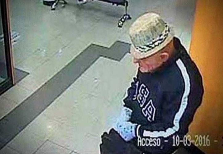 Esta es una de las imágenes del 'Freddy Krueger' que asaltó un banco en la ciudad de Xalapa, Veracruz. (Excélsior)