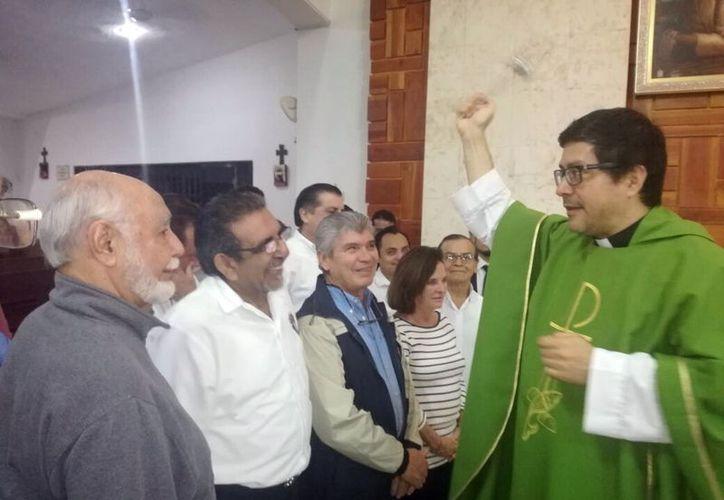 Integrantes de los Caballeros de Colón, durante la celebración litúrgica. (Foto: Milenio Novedades)