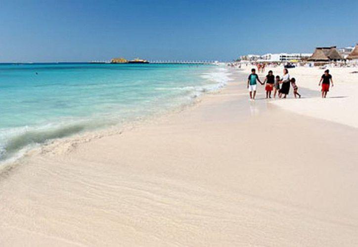 Se invirtieron más de 27 millones de pesos en la limpieza y vigilancia de arenales de Playa del Carmen. (Redacción/SIPSE)