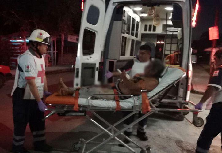 El hombre lesionado por el arma blanca fue trasladado al Hospital General. (Foto: Redacción)