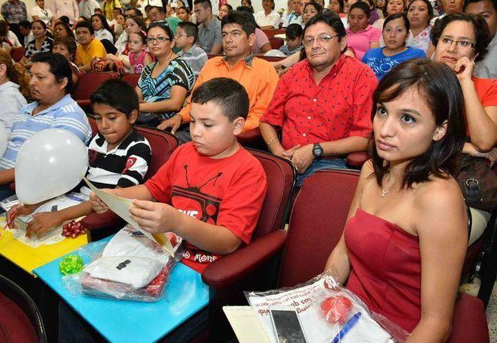 Muchos jóvenes apoyan las causas sociales como la donación de sangre. (Milenio Novedades)