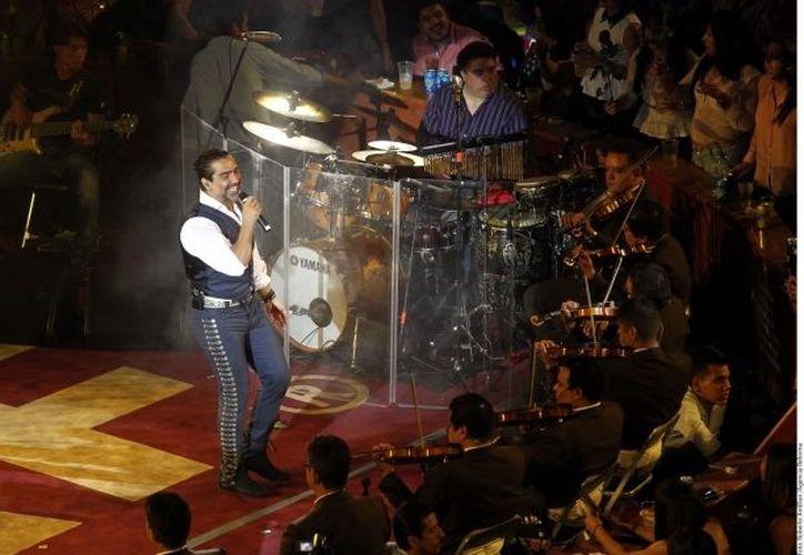 'El Potrillo' deleitó a sus fans tapatías durante casi cuatro horas. (Agencia Reforma)