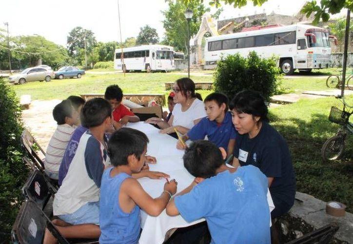 """Imagen de un grupo de niños que aprenden y trabajan en equipo. Experto afirma que la cultura del trabajo en equipo """"sufre fuertes cambios"""". (Archivo/SIPSE)"""