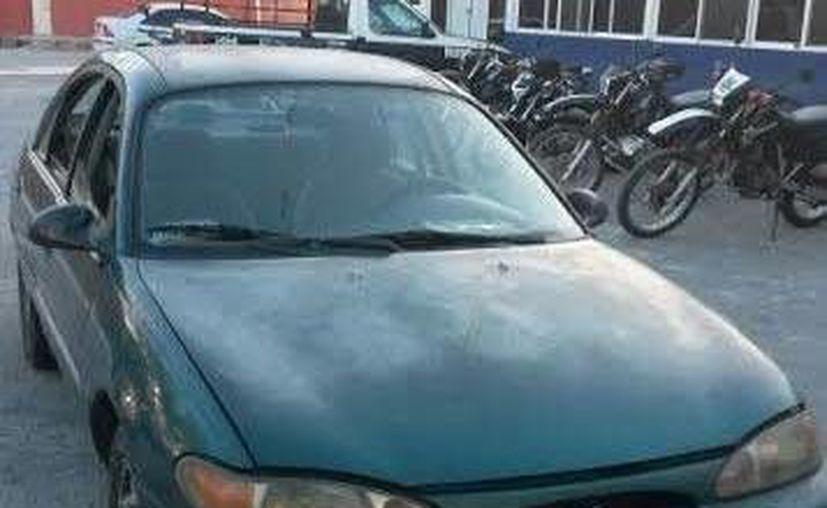 El vehículo que fue asegurado por autoridades policíacas. (Redacción/SIPSE)