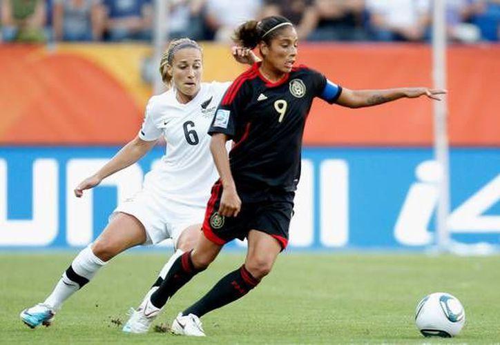 La veterana Maribel Domínguez tratará de ayudar a la Selección Mexicana femenil a tener unos buenos Juegos Centroamericanos y del Caribe. (zimbio.com)