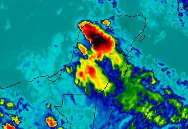 La imagen muestra una poderosa actividad convectiva en la Península de Yucatán. (Imagen: @ClimaYucatan)
