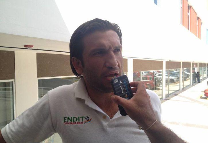 El futbolista llegó a Cancún para presentar su último examen. (Ángel Mazariego/SIPSE)