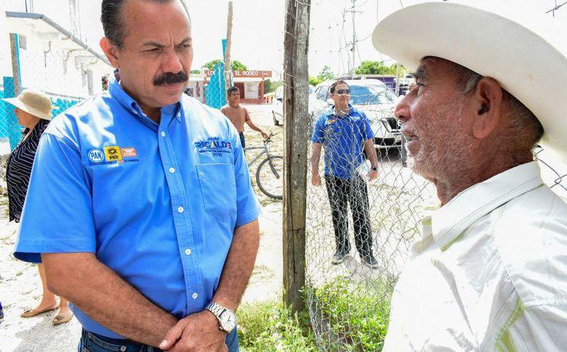 El candidato caminó con la gente, escuchó sus problemas y recibió el apoyo incondicional de sus simpatizantes. (Redacción)